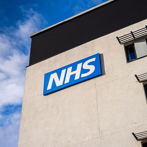 News: NHS workers demand 3.9% pay rise